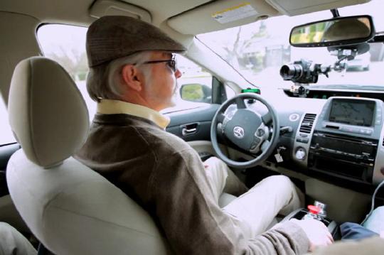 Google şöför ile görme yetisini kaybedenlerin ulaşımı için büyük kolaylıklar sağlayacak.