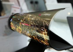 jayjay21-teknoloji-bilim-fuar-ces-2015-consumer-electronics-tradeshow-lg-oled-katlanabilir-ekran-televizyon